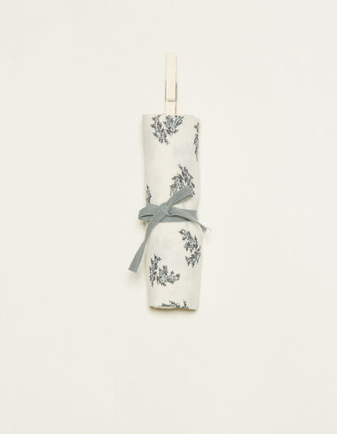 White muslin cloth with blue floral details - View all > - Nícoli
