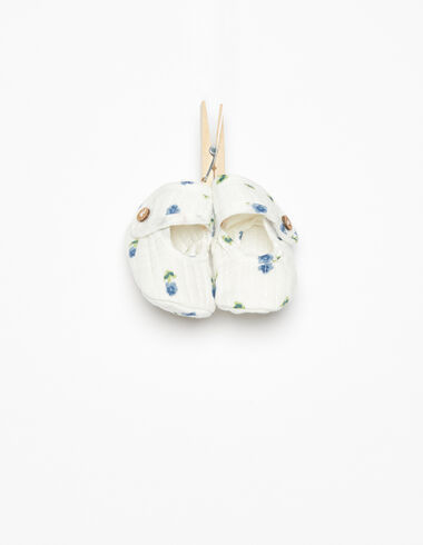 Blue ditsy floral buttoned shoe - View all > - Nícoli