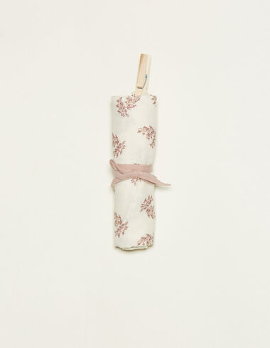 White muslin cloth with pink floral details - View all > - Nícoli